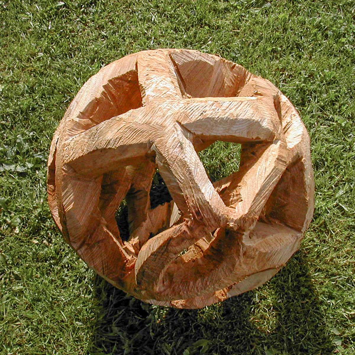 Susanne-Ahrenkiel_Traeskulptur-kugle_top